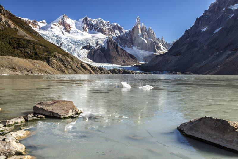 EL Chalten, a cidade mágica no outono O EL Chalten é ficado situado no Patagonia de Argentina fotos de stock royalty free