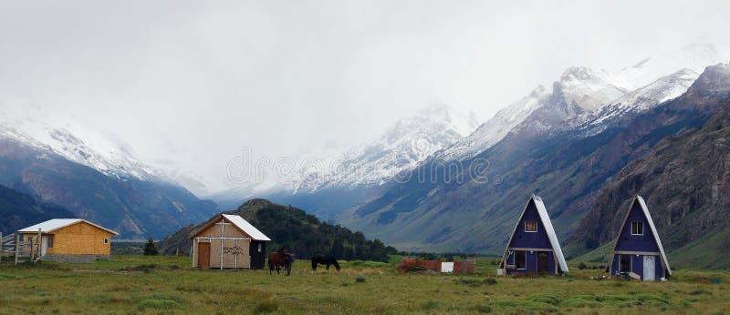 El Chalten patagonia typowy dom mała górska wioska zdjęcia stock