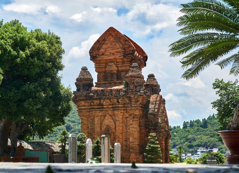 El Cham del Po Nagar se eleva en Nha Trang, Vietnam Edificios reiligous viejos del imperio de Champa imagenes de archivo