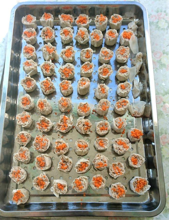 El chino Dim Sum de Shumai coció las bolas de masa hervida al vapor imágenes de archivo libres de regalías