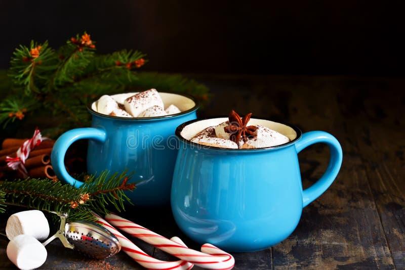 El chocolate caliente es una bebida tradicional del invierno Backgroun de la Navidad fotos de archivo