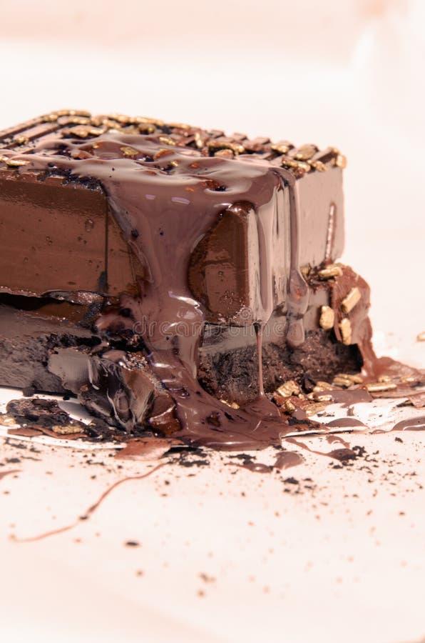 El chocolate oscuro pecador ajusta el postre con el chocolate fundido foto de archivo libre de regalías