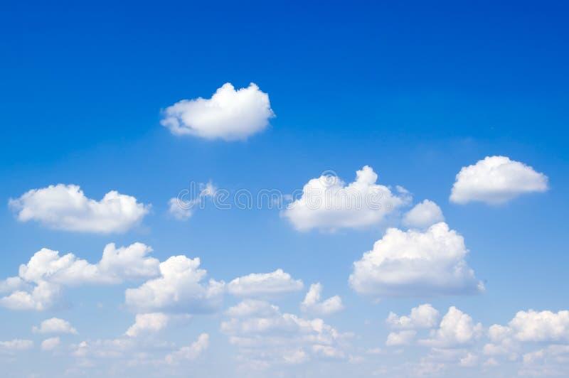 El cielo azul. fotos de archivo