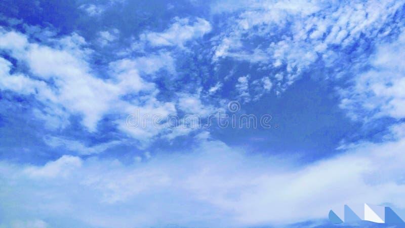 El cielo azul y el río foto de archivo libre de regalías