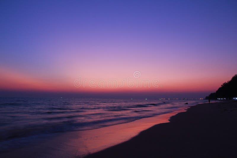 El cielo crepuscular en el blanqueo imágenes de archivo libres de regalías