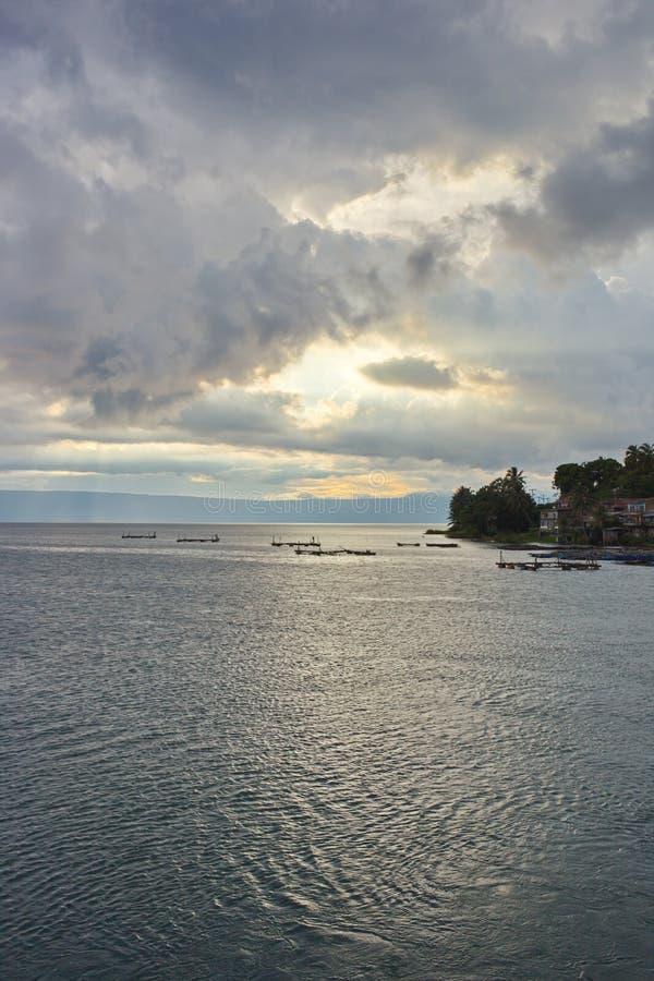El cielo de la tarde sobre el mar imágenes de archivo libres de regalías