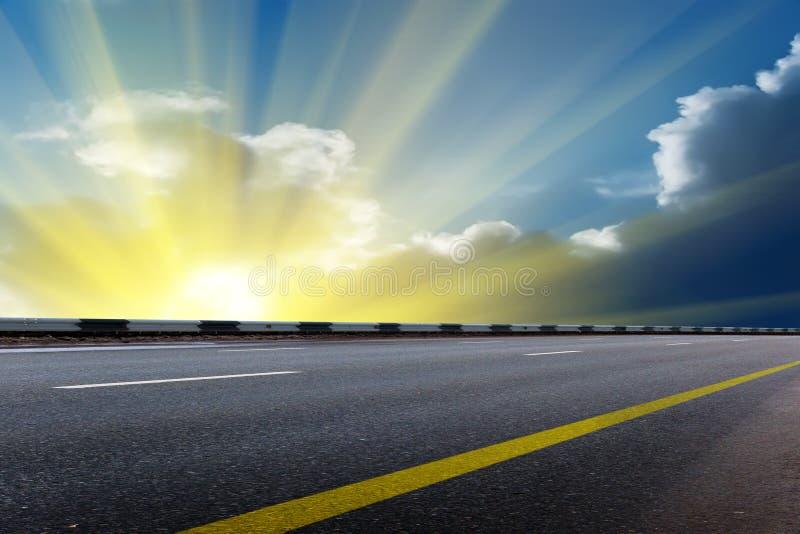El cielo de Sun se nubla salida del sol imagen de archivo