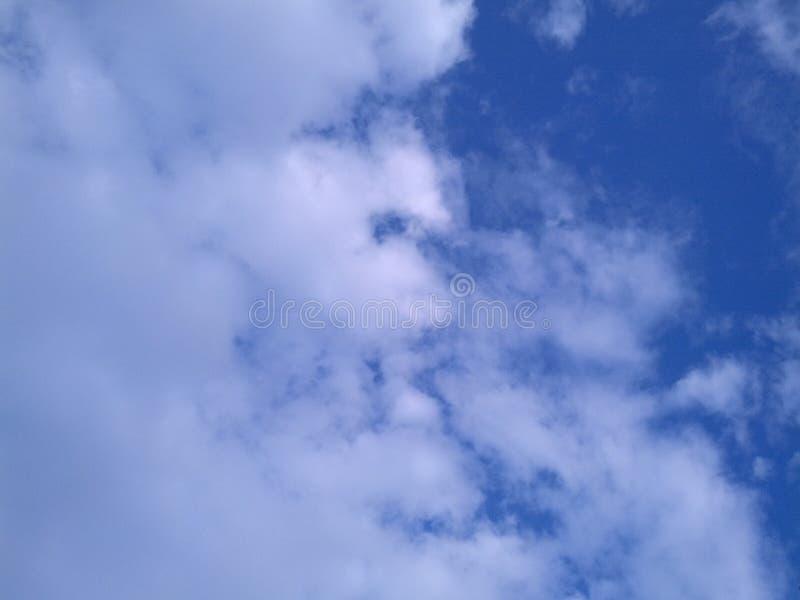 El cielo es azul fotografía de archivo libre de regalías