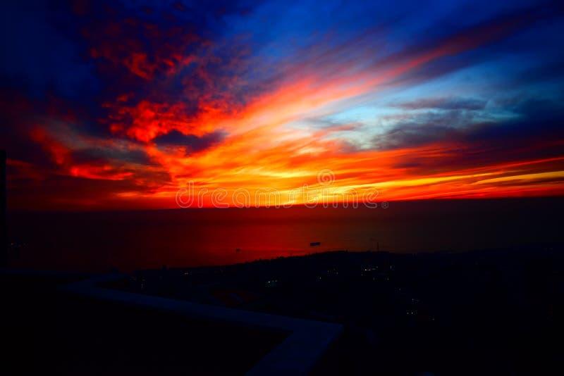 El cielo es hermoso, puesta del sol de Beirut Líbano fotografía de archivo libre de regalías