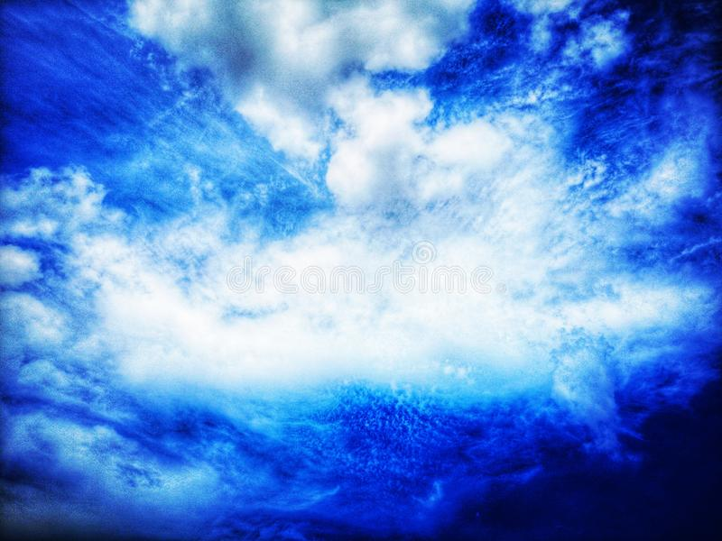 El cielo es nublado y los soplos del viento foto de archivo libre de regalías