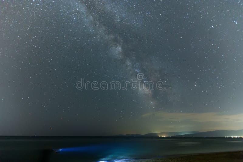 El cielo estrellado y la vía láctea foto de archivo libre de regalías