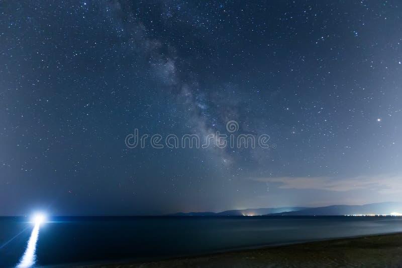 El cielo estrellado y la vía láctea imágenes de archivo libres de regalías