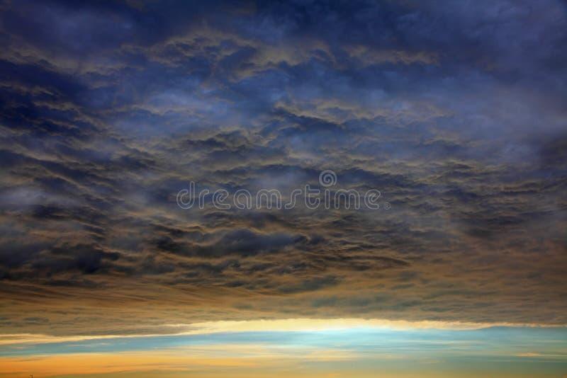 El cielo increíble antes del tifón viene fotos de archivo libres de regalías