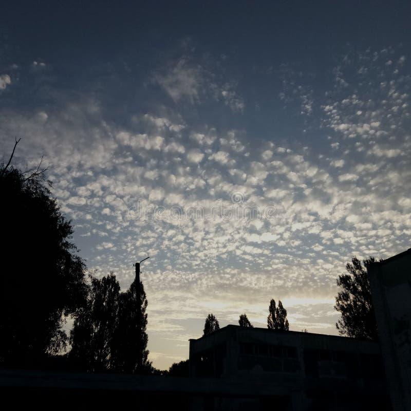 El cielo mágico sobre la guardería imagenes de archivo