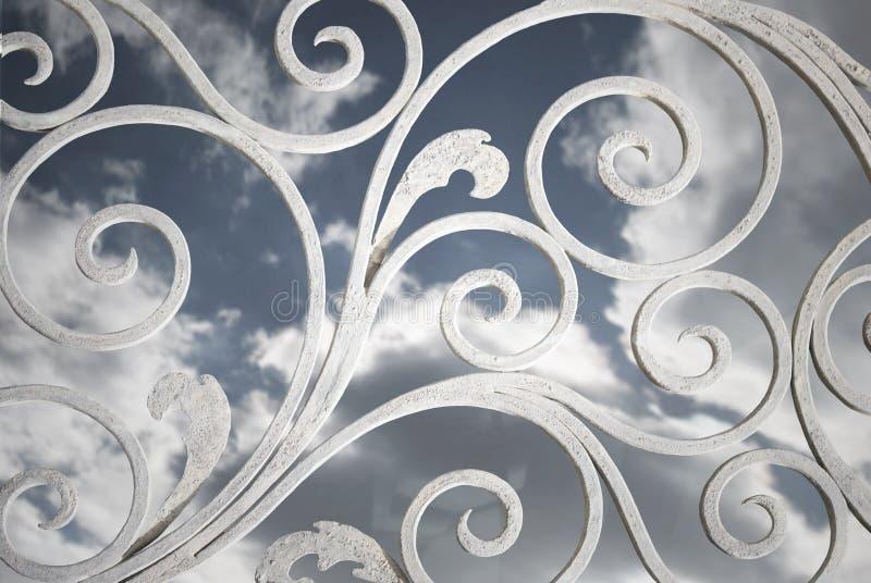 El cielo más allá de la rejilla imagenes de archivo