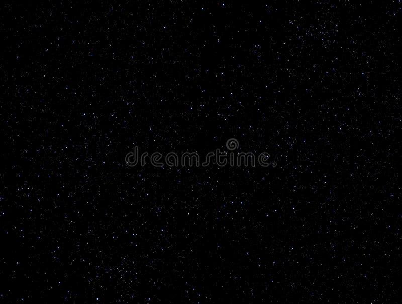 El cielo oscuro con protagoniza como fondo fotografía de archivo libre de regalías