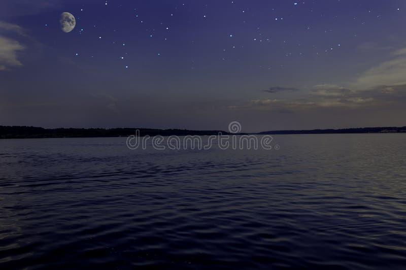 Download El Cielo Protagoniza El Río De La Luna Foto de archivo - Imagen de noche, superficie: 41901110