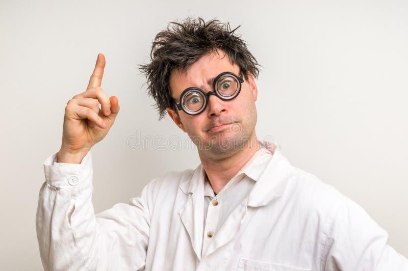 El científico enojado consiguió la gran idea imagen de archivo
