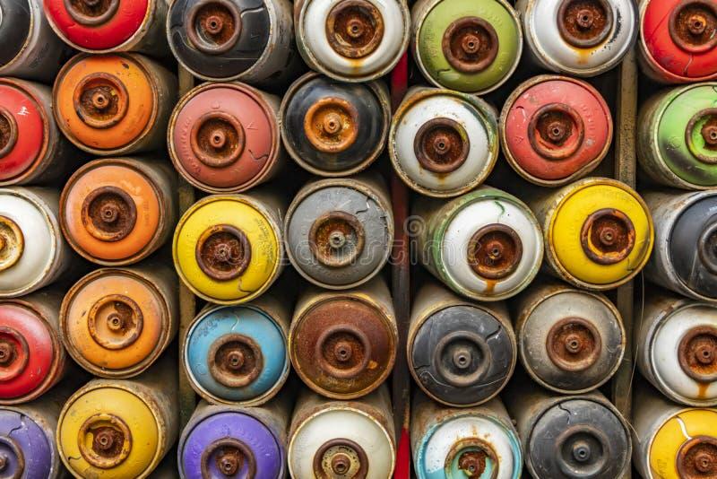 El cierre consumió las latas de la pintura de espray imagenes de archivo