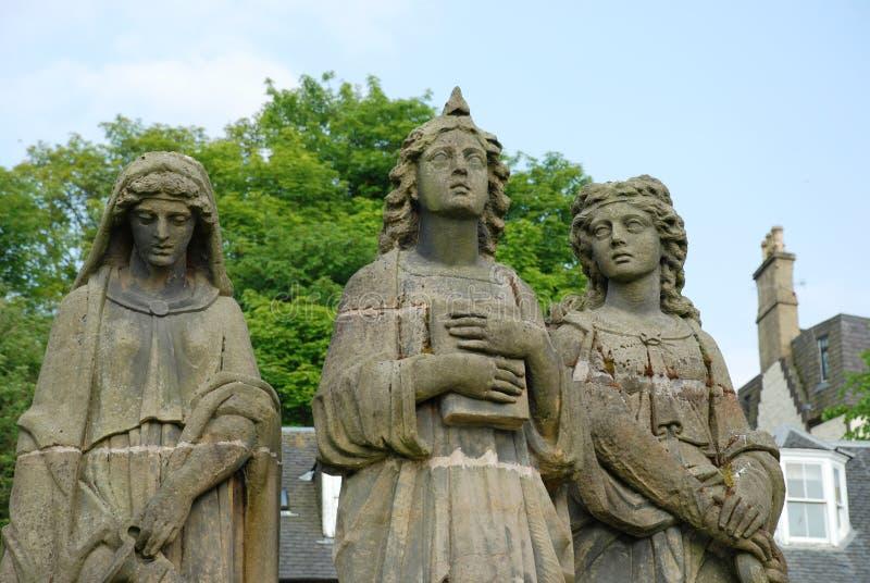 El cierre de la estatua de tres tolerancias para arriba fotos de archivo libres de regalías