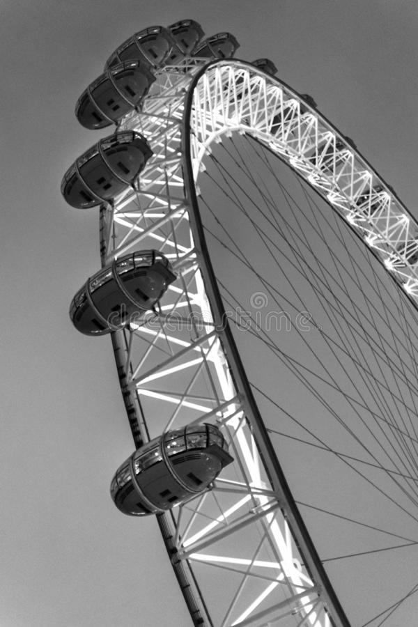 El cierre del ojo de Londres encima del monocromo imágenes de archivo libres de regalías