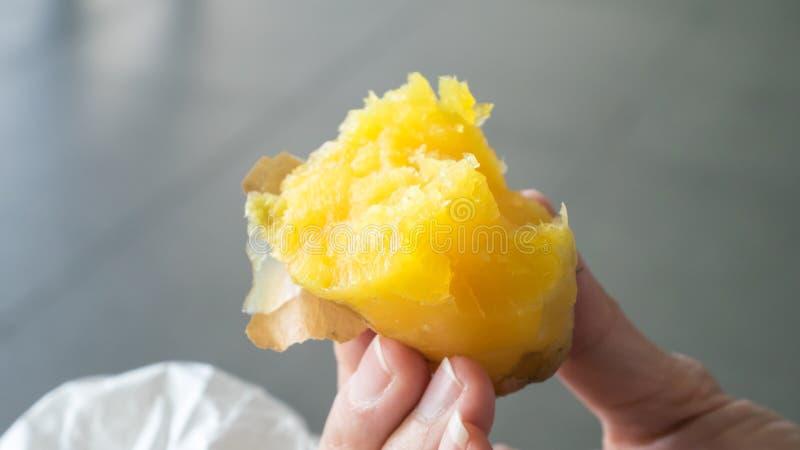 El cierre para arriba del japonés asó la patata dulce imagen de archivo libre de regalías