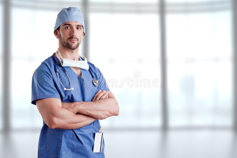 El cirujano adentro friega imagen de archivo libre de regalías