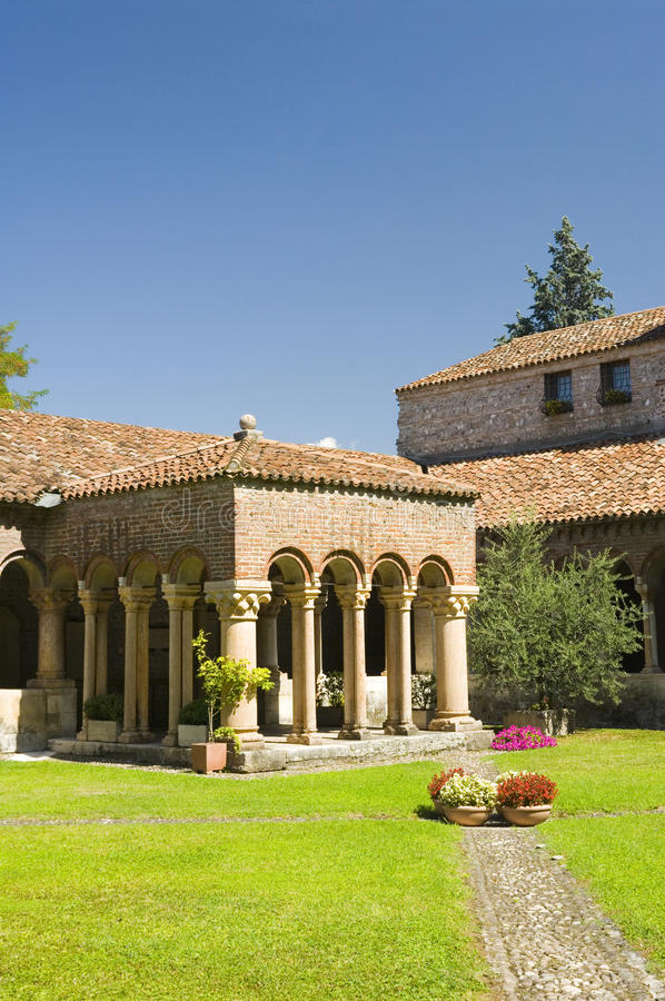 El claustro de San Zeno, Verona. imagen de archivo