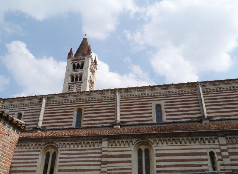 El claustro del San Zeno en Verona en Italia foto de archivo