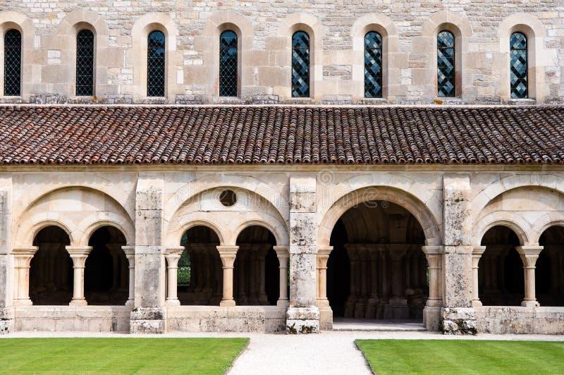El claustro en Fontenay imagenes de archivo