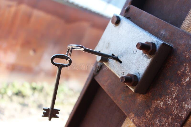 El clave en el bloqueo fotos de archivo libres de regalías