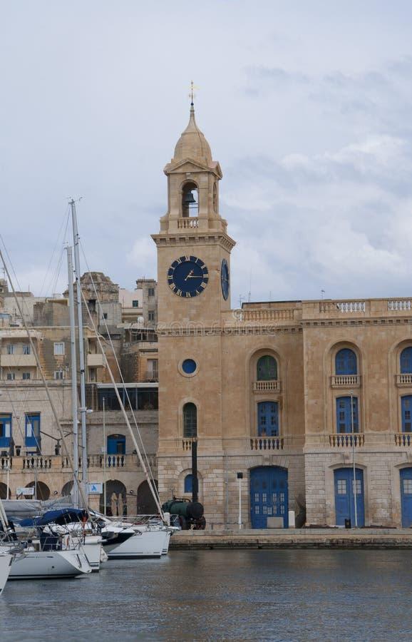 El Clocktower en puerto magnífico en La Valeta Malta fotografía de archivo