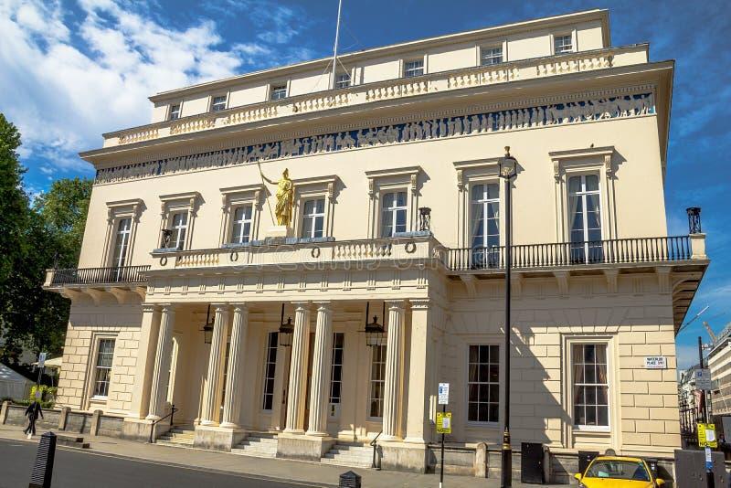 El club de los caballeros cerrados de Londres el Athenaeum imagenes de archivo
