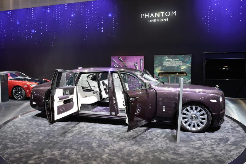 El coche de Rolls Royce Phantom está en el salón del automóvil 2017 de Dubai fotos de archivo libres de regalías
