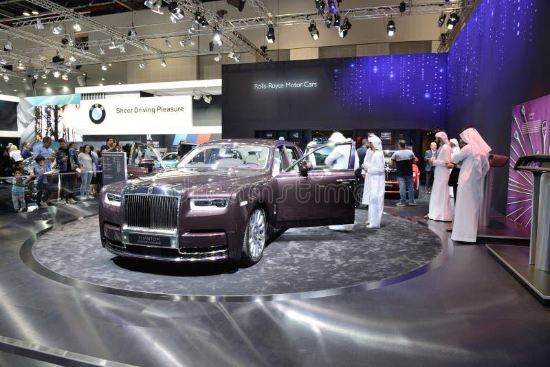 El coche de Rolls Royce Phantom está en el salón del automóvil 2017 de Dubai imagen de archivo