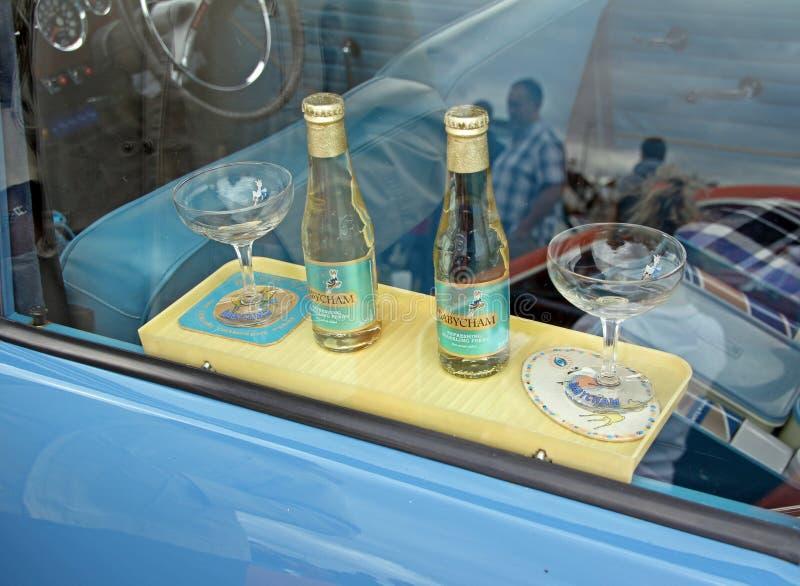 El coche del babycham del vintage bebe el estante fotografía de archivo