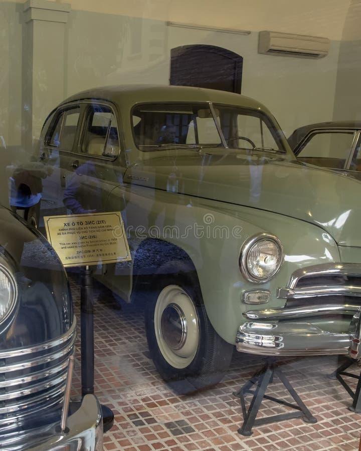El coche del verde 1955 GAZ-M20 Pobeda donó por Rusia para uso de presidente Ho Chi Minh en 1955 foto de archivo libre de regalías