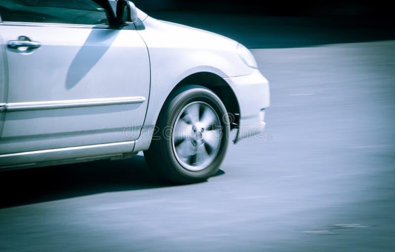 El coche en el movimiento foto de archivo libre de regalías