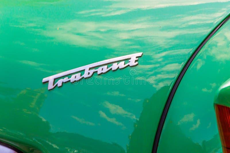 El coche trabante del logotipo y de la muestra produjo en germanooriental imagen de archivo