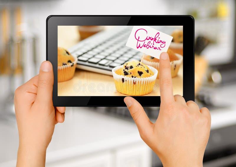 El cocinar de la tableta webinar imagen de archivo