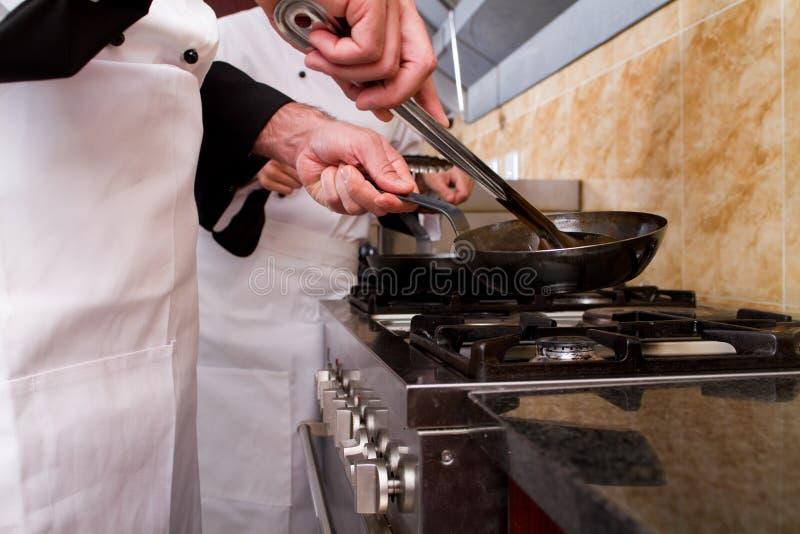 Download El Cocinar De Los Cocineros Foto de archivo - Imagen de ropa, cena: 14985428