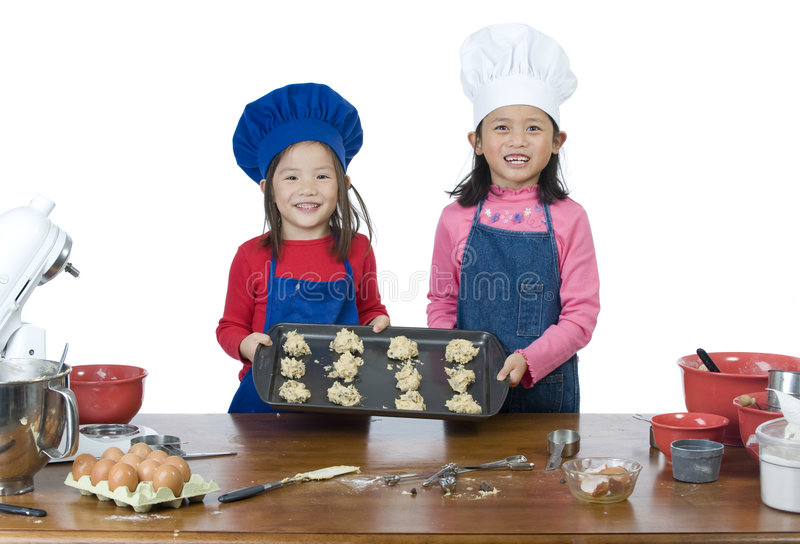 El cocinar de los niños fotografía de archivo libre de regalías
