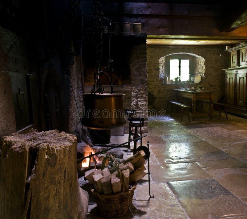 El cocinar en la chimenea imagen de archivo libre de regalías