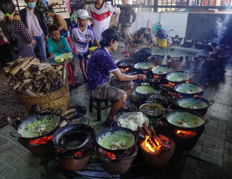 El cocinar en el restaurante tradicional imágenes de archivo libres de regalías