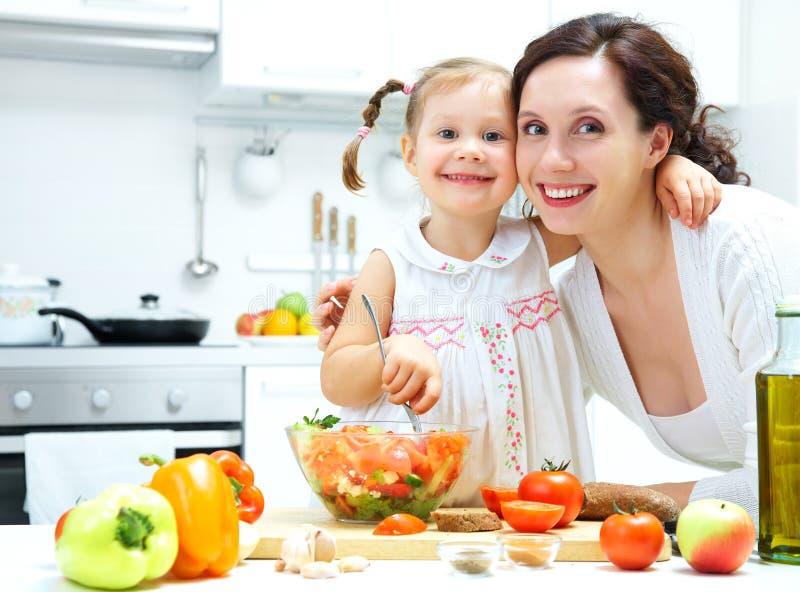El cocinar junto foto de archivo libre de regalías