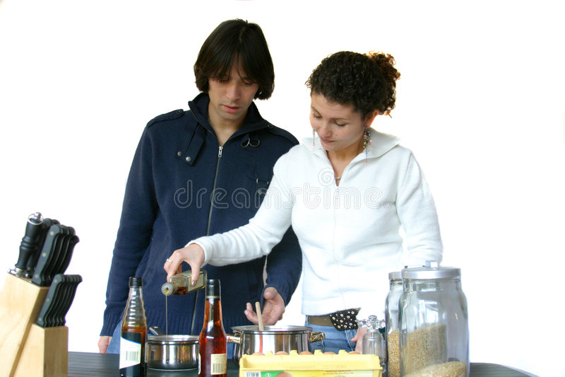 El cocinar junto imagen de archivo libre de regalías