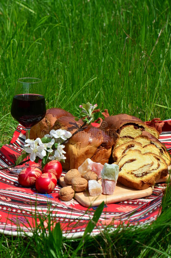 El cocinar rumano tradicional de Pascua fotos de archivo