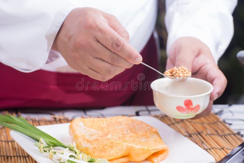 El cocinero adornó el cojín tailandés en la placa imágenes de archivo libres de regalías