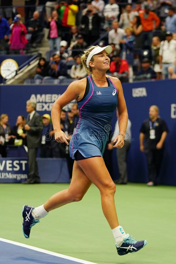 El Coco 2018 del campeón de los dobles de las mujeres del US Open Vandeweghe de Estados Unidos celebra la victoria después de su  imagen de archivo libre de regalías