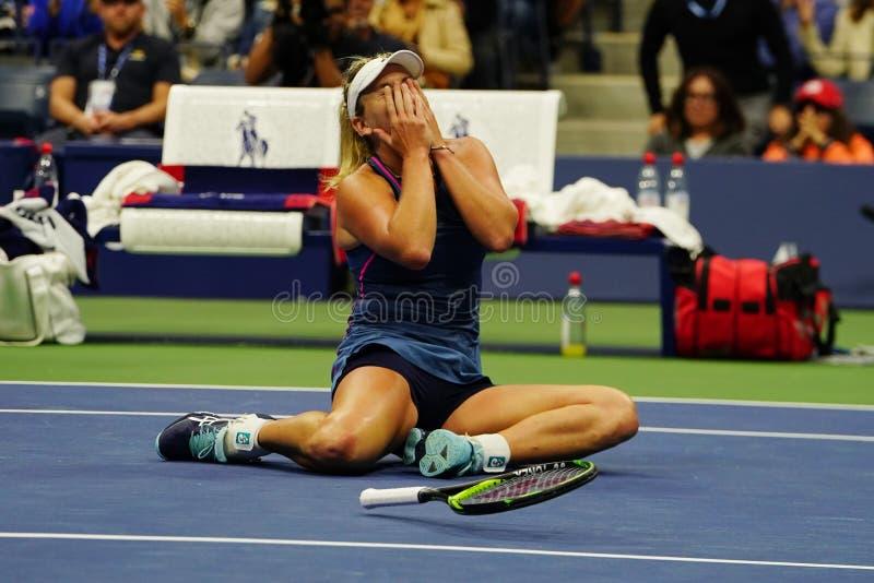 El Coco 2018 del campeón de los dobles de las mujeres del US Open Vandeweghe de Estados Unidos celebra la victoria después de su  imagenes de archivo